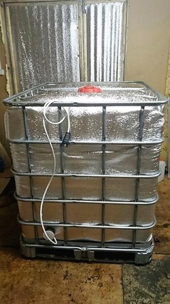 Еврокуб с подогревом объёмом тысячу литров,на поддоне в стальной обрешётке,для питьевой воды,пищевых веществ.Самая дешевая цена в Москве