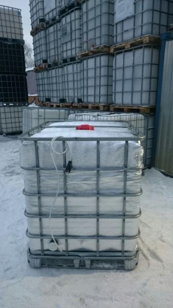 с подогревом объёмом тысячу литров,на поддоне в стальной обрешётке,для питьевой воды,пищевых веществ.Самая дешевая цена в Москве
