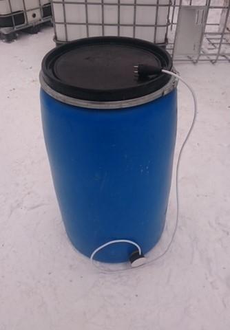 Бочка пластиковая 220 л б/у, из под пищевых веществ, чистая, крышка-хомут с подогревом 1 тэн