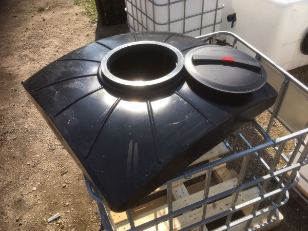 Удобный пластиковый бак для душа объёмом двести литров,чёрного цвета способтвует быстрому нагреву  воды по самой низкой цене в Москве