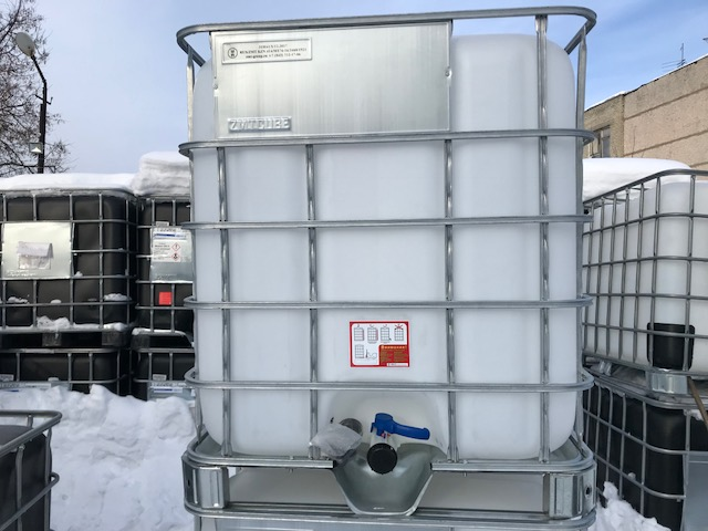 Ёмкость пластиковая ,объёмом тысячу литров в стальной обрешётке по самой выгодной цене,для дачи,под полив раастений и для дизеля в Москве.